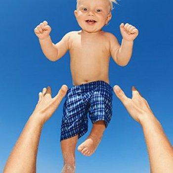 Jogar ou lançar o bebê ao ar pode ser mortal