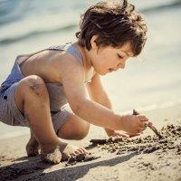 Brincar com água e areia com as crianças