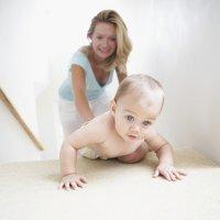 Brincadeiras para animar o bebê a engatinhar