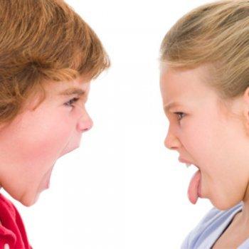 Crianças que incomodam e irritam a outras