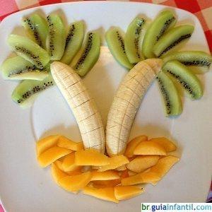 Coqueiros de frutas. Comida divertida para as crianças