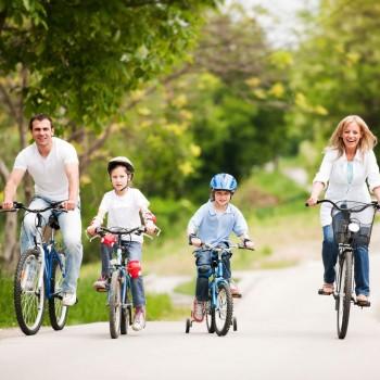 Mamãe, vamos andar de bicicleta!