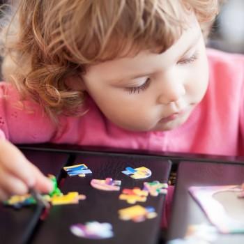 O que aprende a criança que joga ao quebra-cabeça