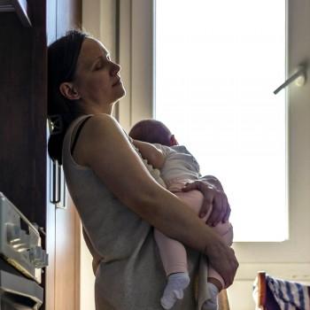 O sono que as mães perdem com a chegada do bebê