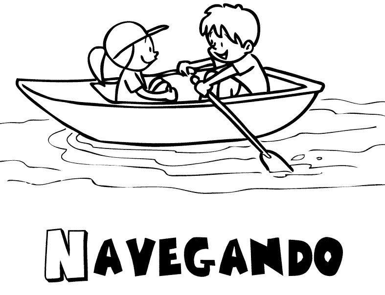 Niños navegando en verano