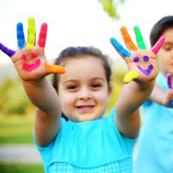 Educar o sentido do humor das crianças