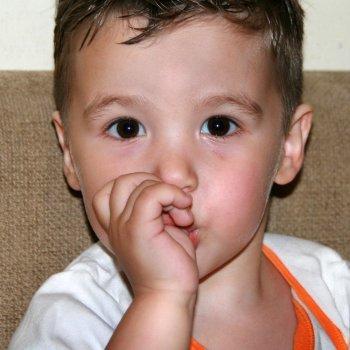 As crianças têm o direito de chupar os dedos
