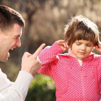 Porque devemos evitar gritar com nossos filhos