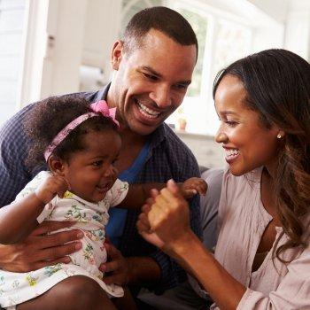 Um gesto vale mais que mil palavras para um bebê