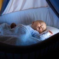 Os bebês devem dormir com ou sem luz?