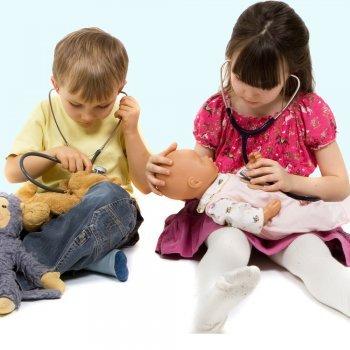 Por que não deve faltar um boneco entre os brinquedos do seu filho