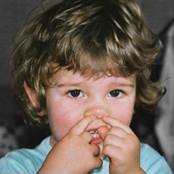 Corpos estranhos no olho, nariz ou orelha da criança