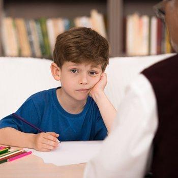 Como ensinar normas sociais simples às crianças