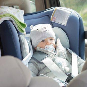 O perigo em deixar a criança dentro do carro no verão