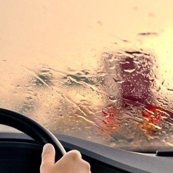Como prevenir acidentes nas estradas. Viajar em família