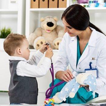 Check-ups médicos e caseiros da criança