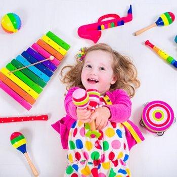 Brinquedos ruidosos podem lesionar o ouvido das crianças