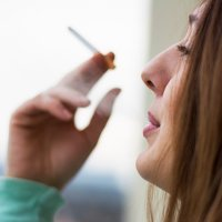 Por que muitas mulheres voltam a fumar após a gravidez