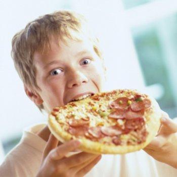 7 alimentos que você nunca deve dar ao seu filho se quiser que ele durma