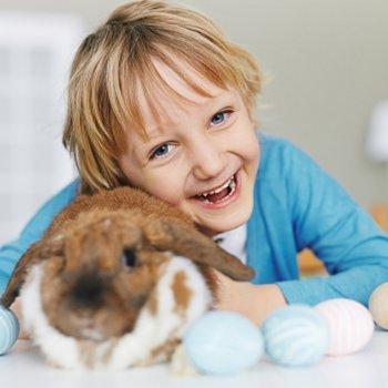A brincadeira dos ovos de Páscoa para as crianças