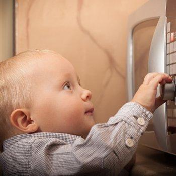 Como evitar os acidentes com as crianças em casa