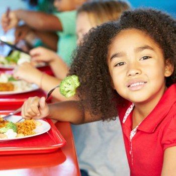 Quanto tempo uma criança precisa para comer?