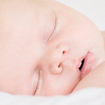 Os bebês podem aprender a dormir desde que nascem