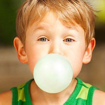 Efeitos secundários de mascar chiclete para as crianças