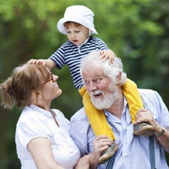 Avós: ajudam a criar ou deixam netos malcriados?