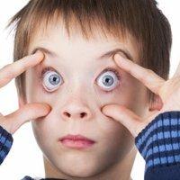 Dormir menos de 5 horas afeta a memória das crianças e dos pais