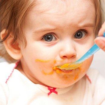 Como alimentar aos bebês durante as férias