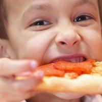 Os pais devem estar conscientes do que os seus filhos comem