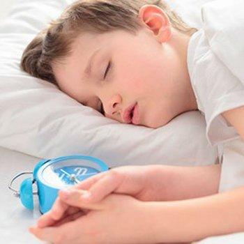 Truques para despertar cedo a uma criança dorminhoca