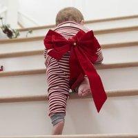 Dicas para ensinar o seu bebê a subir e a descer escadas