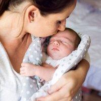 Antes de beijar a um bebê... Pense muito bem!