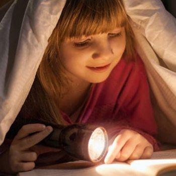 As crianças que deitam mais tarde são mais inteligentes e criativas