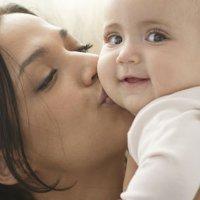 Ser uma mãe carinhosa não torna os filhos malcriados