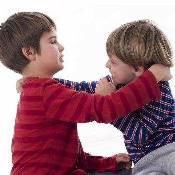A criança violenta e agressiva que briga muito