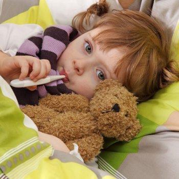 Criança com febre. Febre infantil