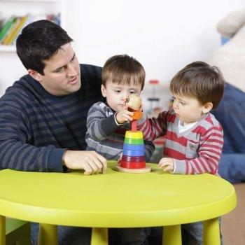 Como educar crianças gêmeas