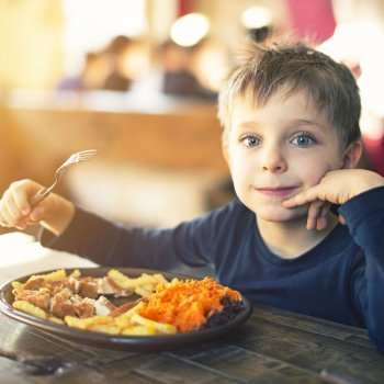 Quanto o seu filho deve comer para ter um crescimento saudável