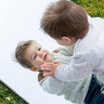 Como os bebês descobrem a si mesmos