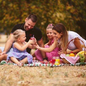 Picnic com as crianças na Páscoa