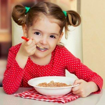 Normas de conduta das crianças à mesa