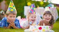 Os convidados de um aniversário infantil