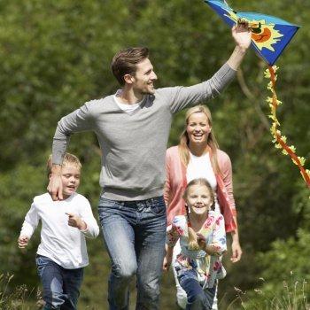 Os beneficios de brincar ao ar livre com os filhos
