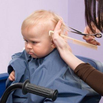 Quando se pode cortar o cabelo de um bebê