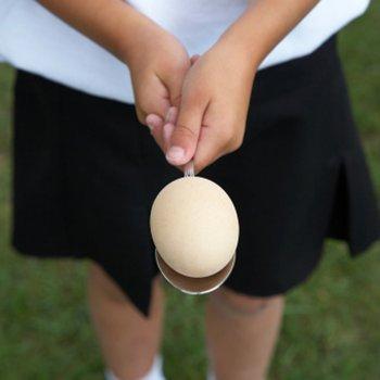 Corrida do ovo na colher. Brincadeiras de criança