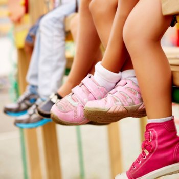 Dicas para eliminar o mau cheiro dos calçados das crianças