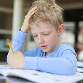 Crianças canhotas. Escrever com a mão esquerda